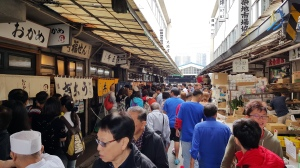清晨運動經過人潮擁擠的築地市場